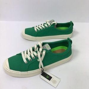 NWT Cariuma green canvas shoes women 11